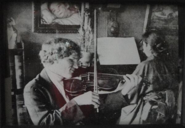 В. Ерошенко был не только полиглотом, в совершенстве владевшим многими языками, но и хорошо играл на разных музыкальных инструментах
