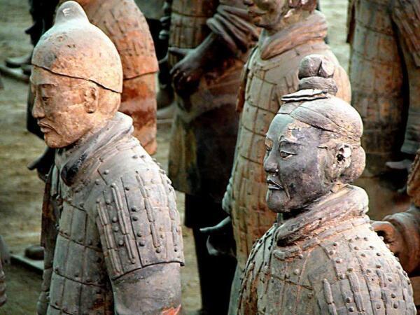 Терракотовые воины эпохи императора Хуан-ди.