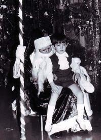 Автор статьи в жабо на Новогодней ёлке. 1973 год.