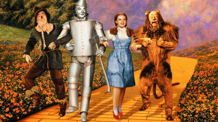 Знаменитые кинонаряды. Как одевали Белоснежку и Дороти Гейл?