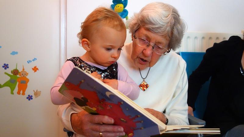 Сукп внуки с старыми бабушками