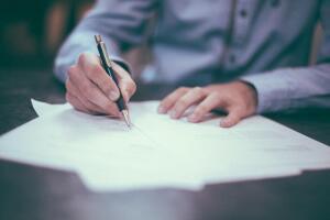 Как проверить партнера перед подписанием договора?