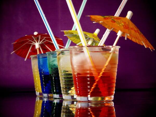 Зонтики для коктейлей.