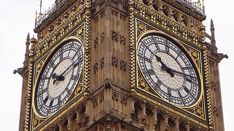 Часы, время которых объявляет Биг Бен