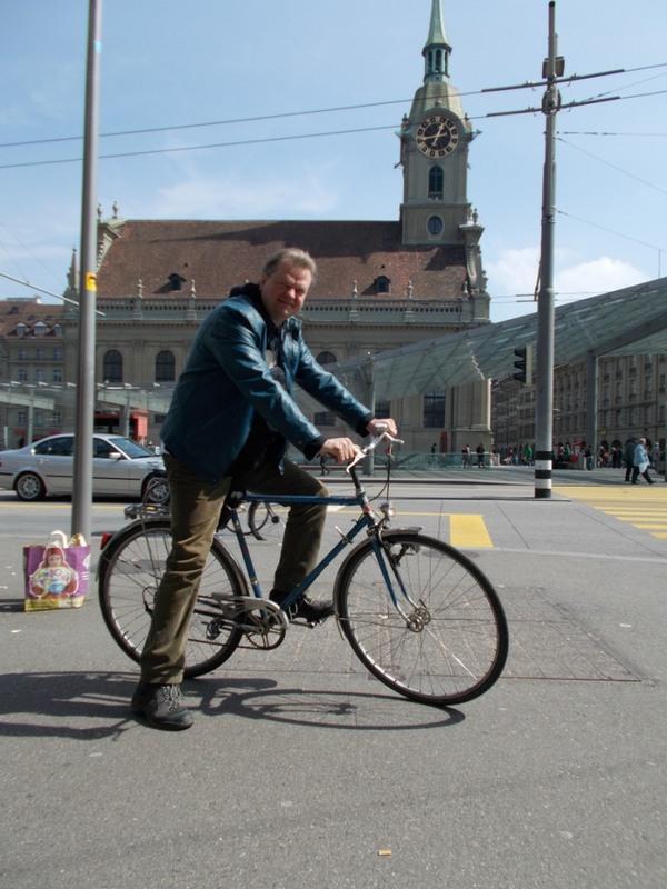 Автору дали покататься на велосипеде в Берне