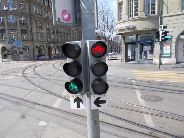 Всё для велосипедистов, даже светофоры отдельные