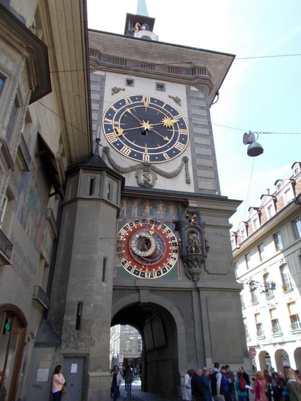 Знаменитые сказочные часы с шутом в Берне