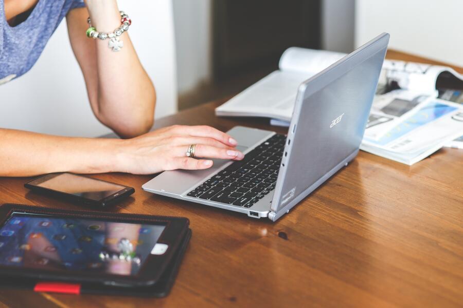 Какой бывает травля в Интернете? Подростки
