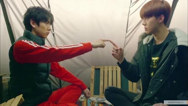 Кадр из сериала «Мои соседи EXO»