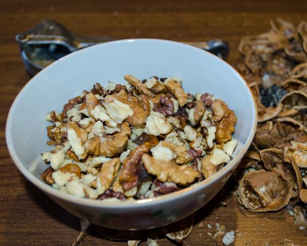 Грецкие орехи (режем ножом, не толчем)