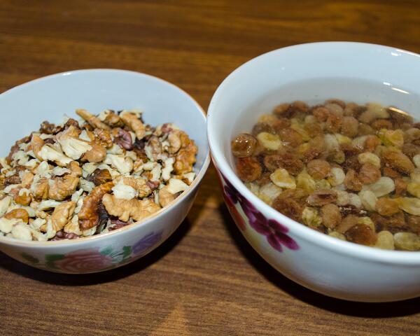 Изюм и орехи
