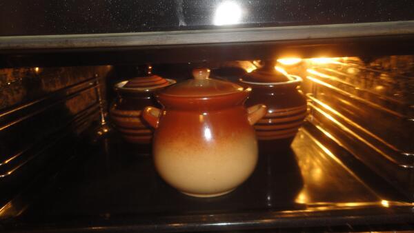 Отправляем горшочки в духовку