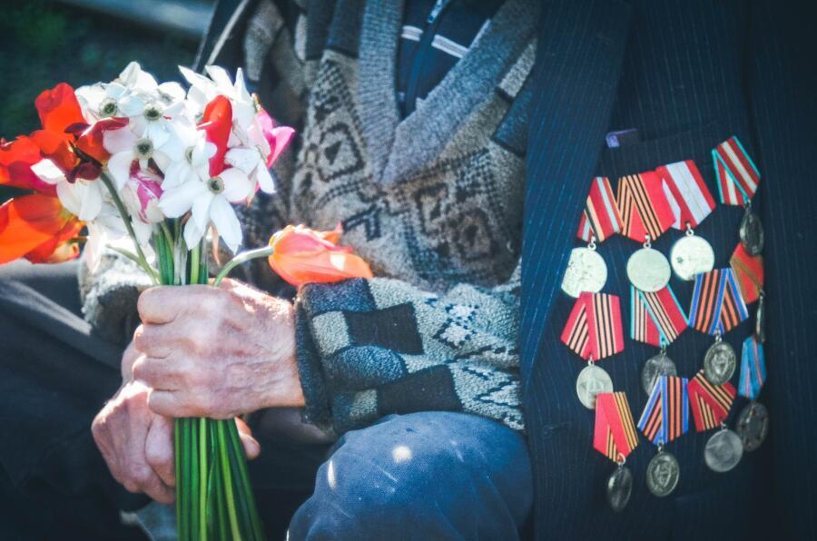 Послевкусие майских праздников. Нужно ли праздновать Первомай и День Победы?