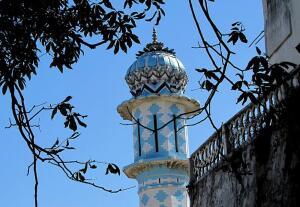 Мавританские колонны на улицах Парижа. Почему мавританские?
