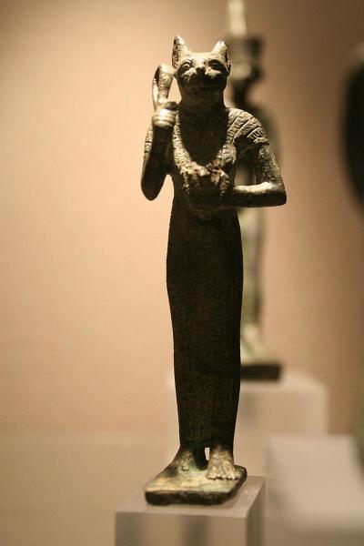 Статуя египетской богини Баст.