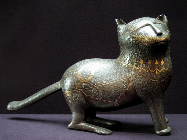 Статуэтка кошки, инкрустированная золотом и серебром. Иран, XIX век.