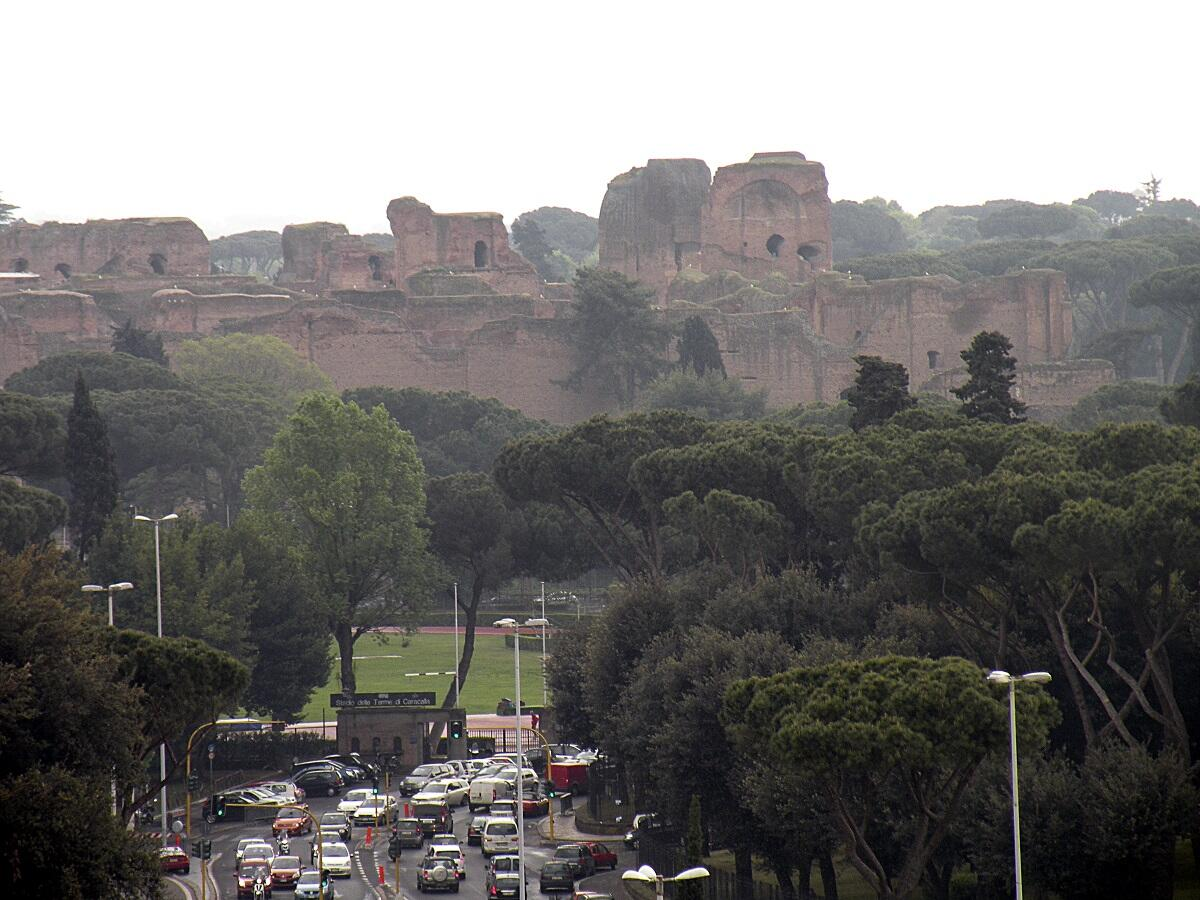 Развалины терм Каракаллы в Риме, Италия