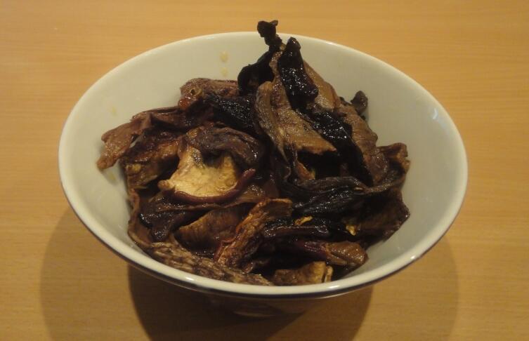 Примерно такое количество сушеных грибов должно быть у нас, чтобы мы могли сварить суп