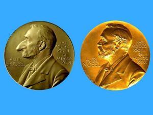 Какой ученый получил премии Шнобеля и Нобеля?