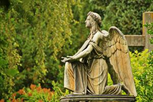 Можно ли установить парное надгробие для живущего?