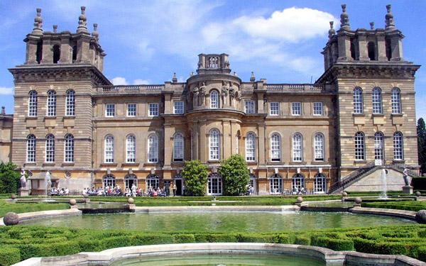 Дворец Бленхейм, на его месте стоял первый замок