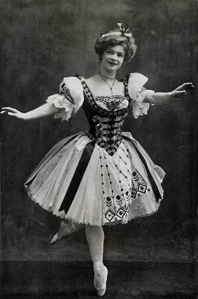 Аделина Жене в партии Сванильды, 1900