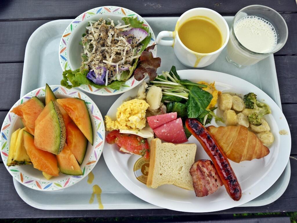 На террасе можно и вкусно поесть