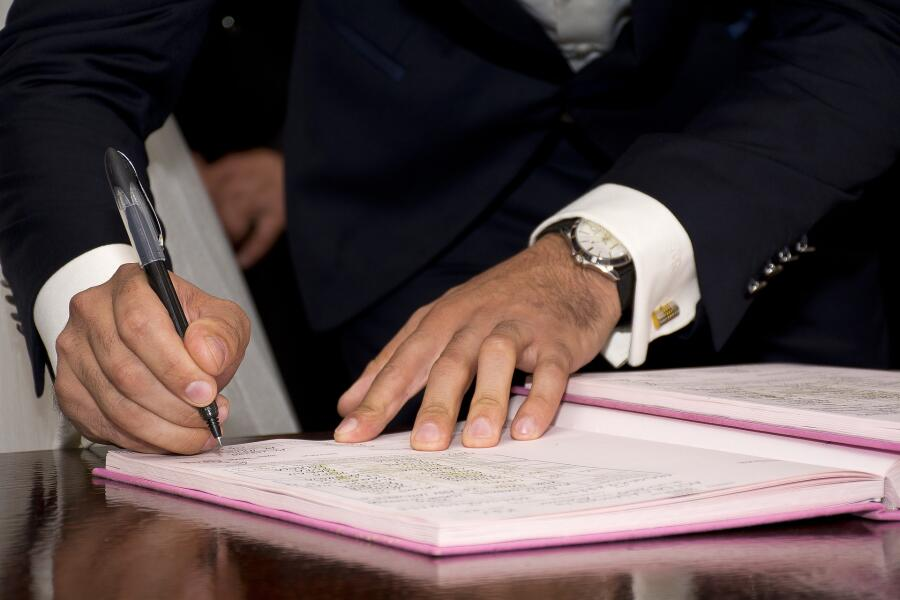 Роспись, подпись, факсимиле: чем они различаются и когда бывают нужны?