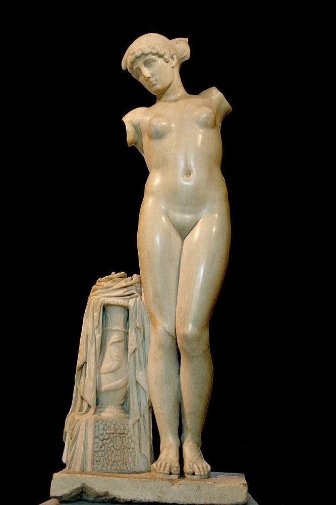 Венера Эсквилинская, мрамор, высота 1.55м, Капитолийский музей, Рим, Италия