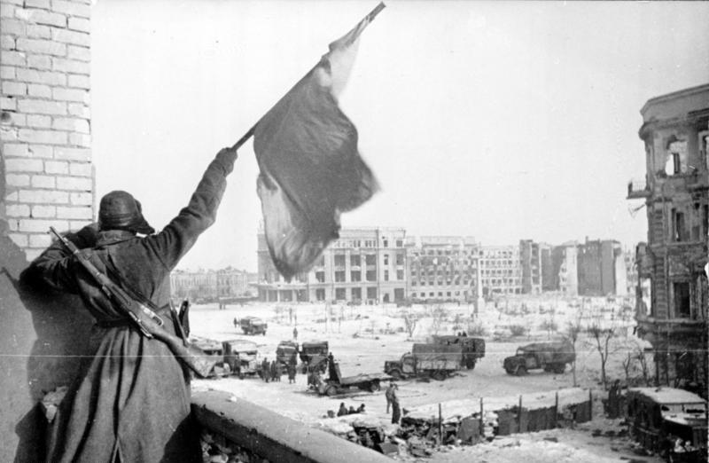 Флаг над освобождённым городом, Сталинград, конец января 1943 года