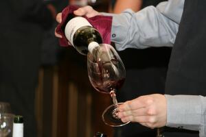 Зачем пить красное вино?
