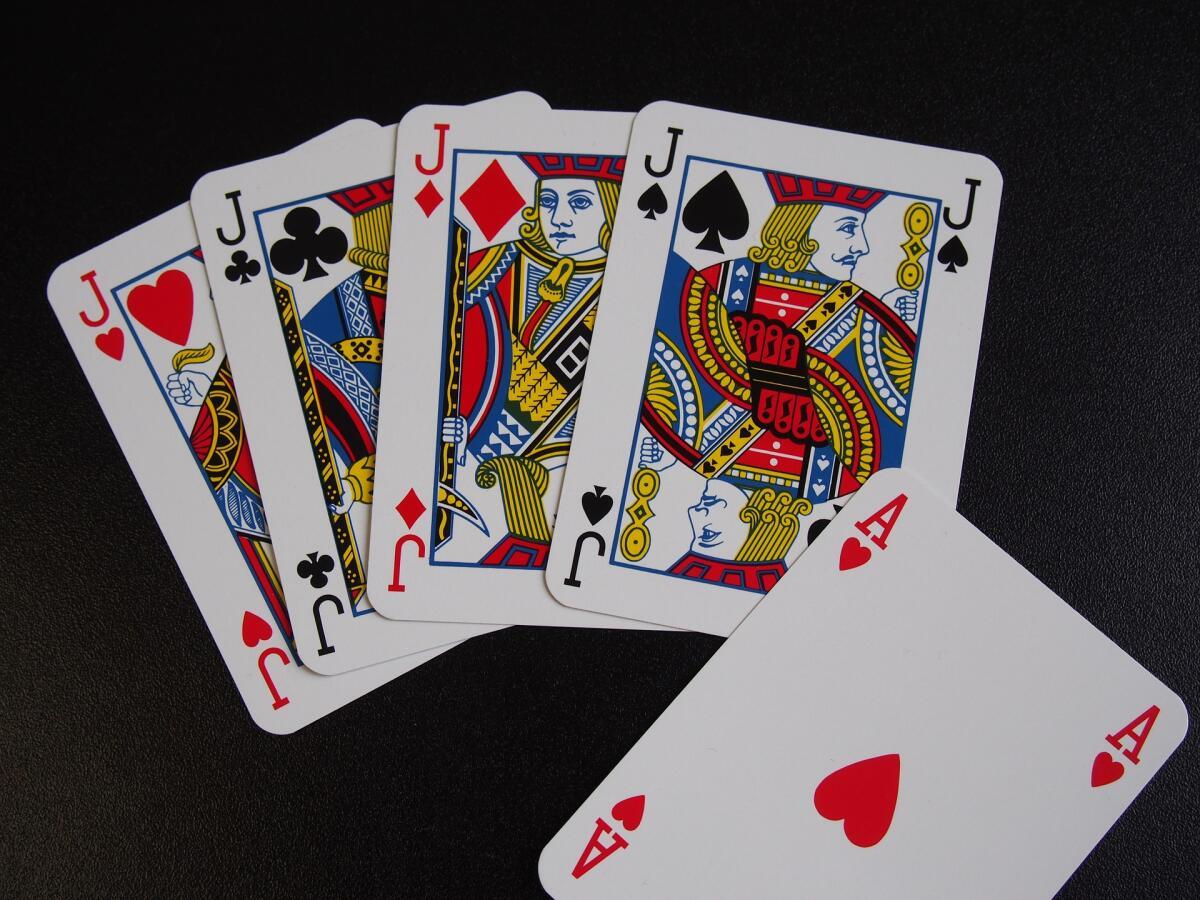 В покер можно проиграть даже жену!