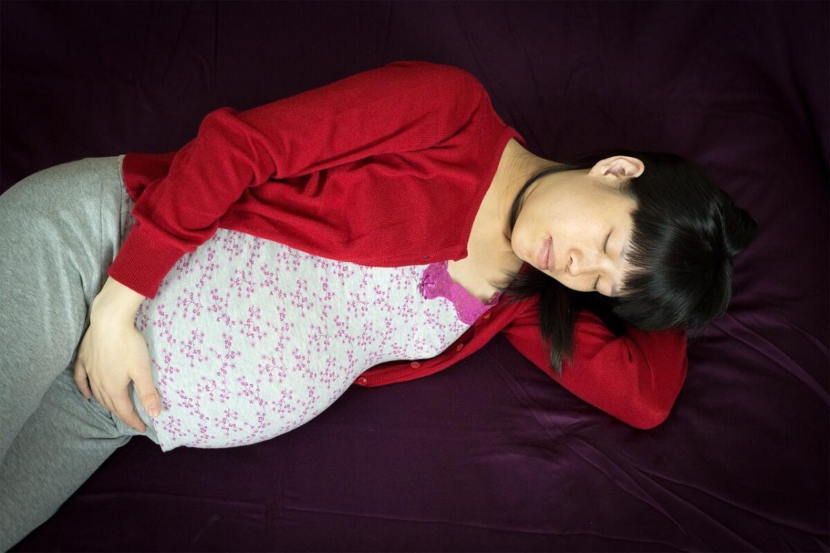 Беременным женщинам врачи рекомендуют носить одежду с длинными рукавами
