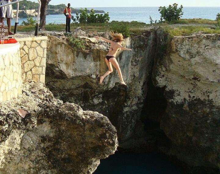 Прыгающая девушка на члене 12 фотография
