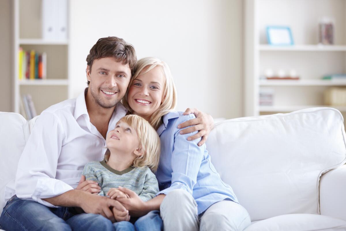 Если семья распадется по причине вашей измены, увереныли вы, что сумеете сохранить авторитет перед ребенком?