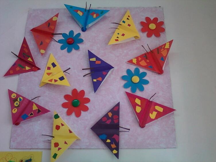 Оригами можно украсить аппликациями