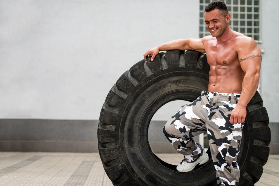 Зачем в спортзале автомобильное колесо?