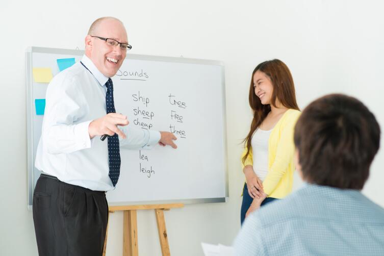 Нельзя учить язык и не пользоваться им