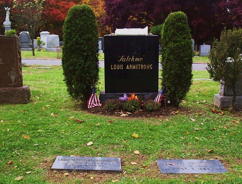 Могила певца на кладбище Флашин Куинс, Нью-Йорк