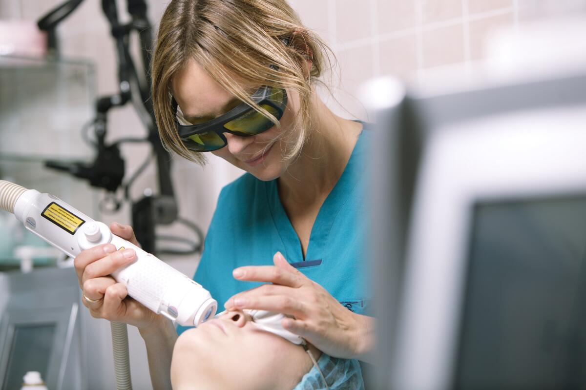 Лечение кожи с помощью лазера хорошо тем, что имеет короткий восстановительный период