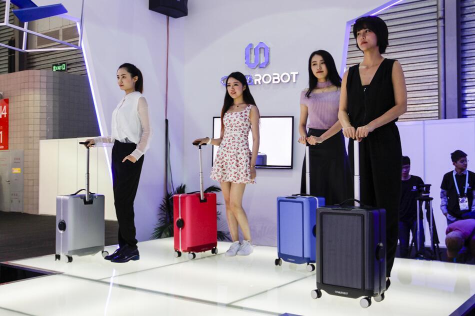 Умный чемодан Cowa Robot