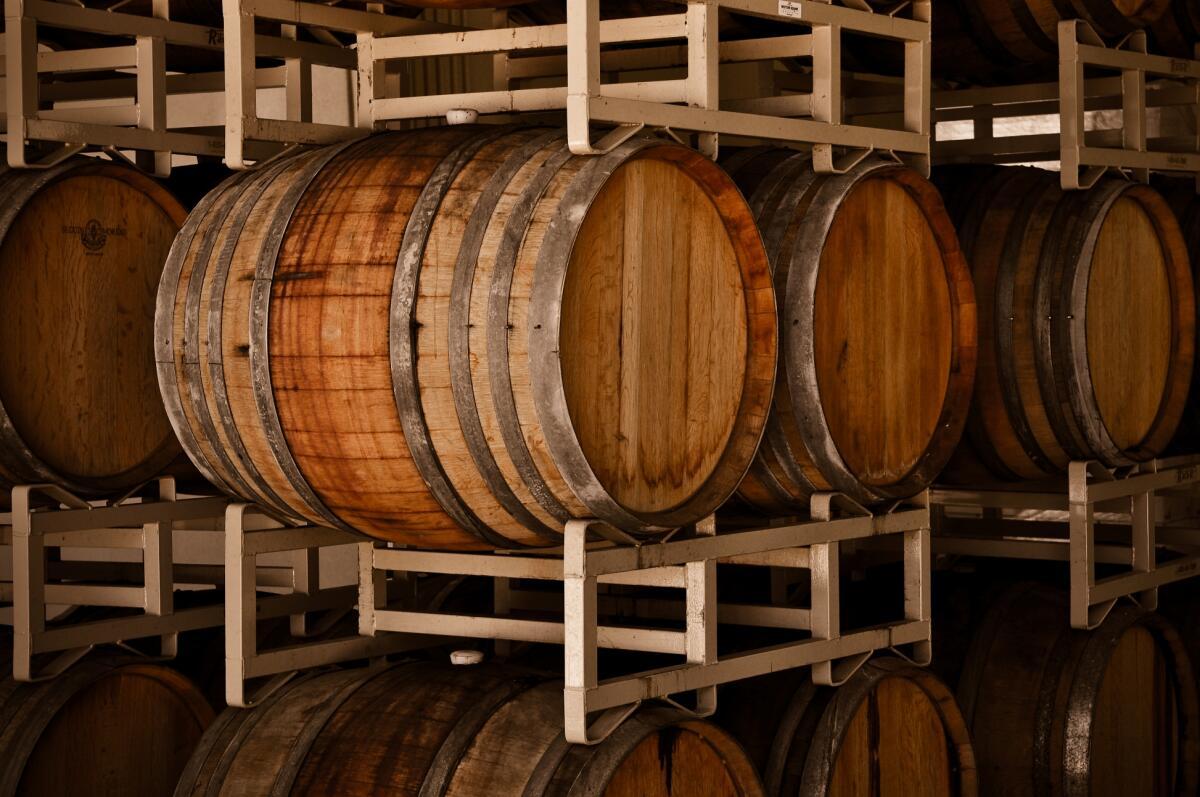 Французские виноделы веками оттачивали «Methode Champenoise» в подвалах Шампани