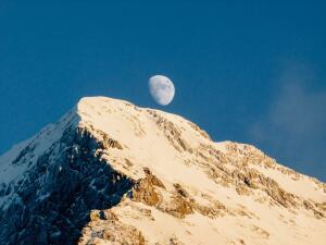 Если до луны никак не достать, может, стоит просто купить её часть?..