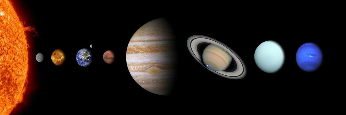 Деннис Хоуп взял в собственность планеты Солнечной системы и их спутники, за исключением Земли