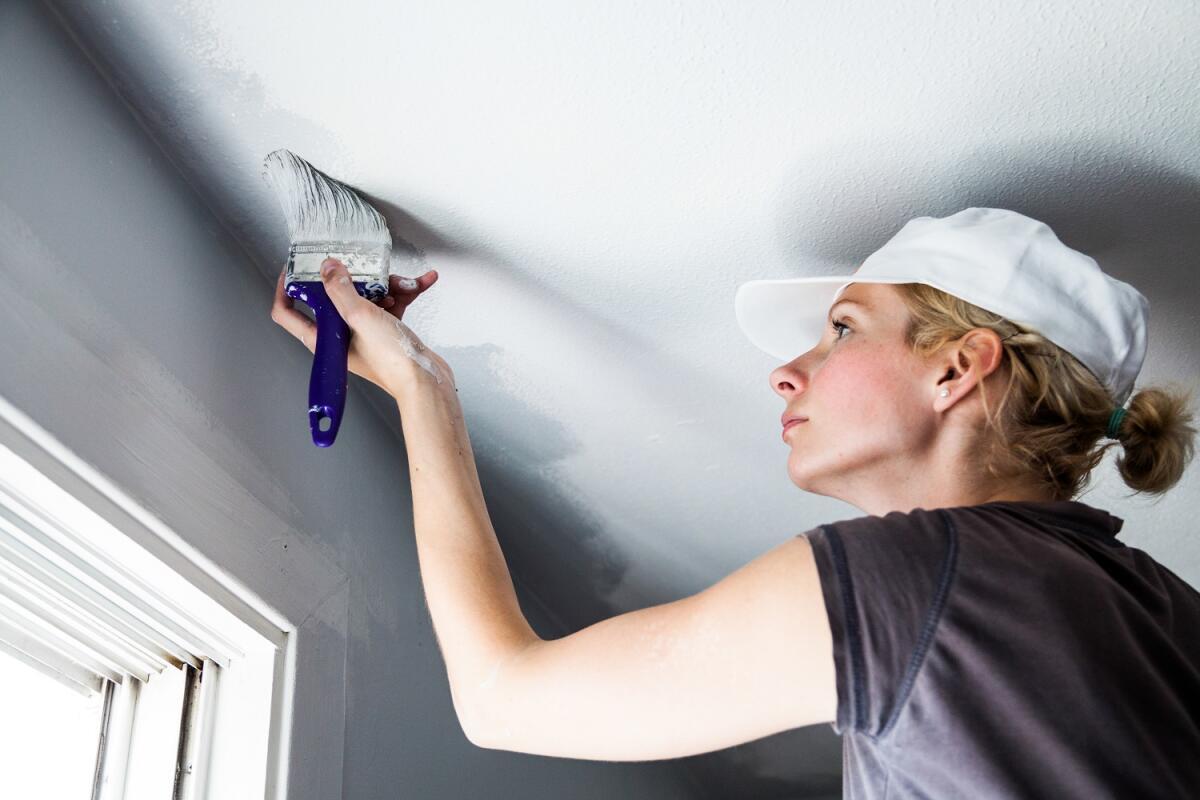 Мелкозернистая шпаклёвка скроет последние изъяны поверхности потолка