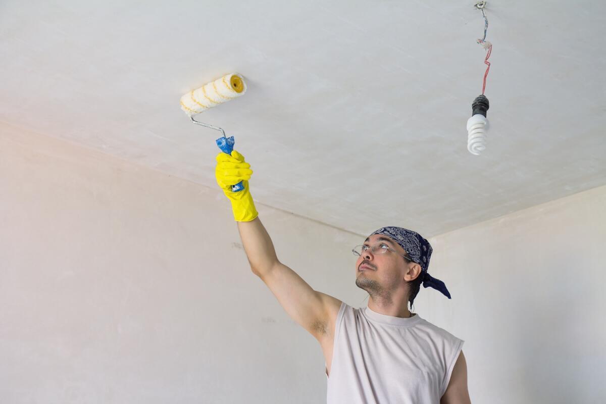Краски с матовым оттенком расширяют объём комнаты