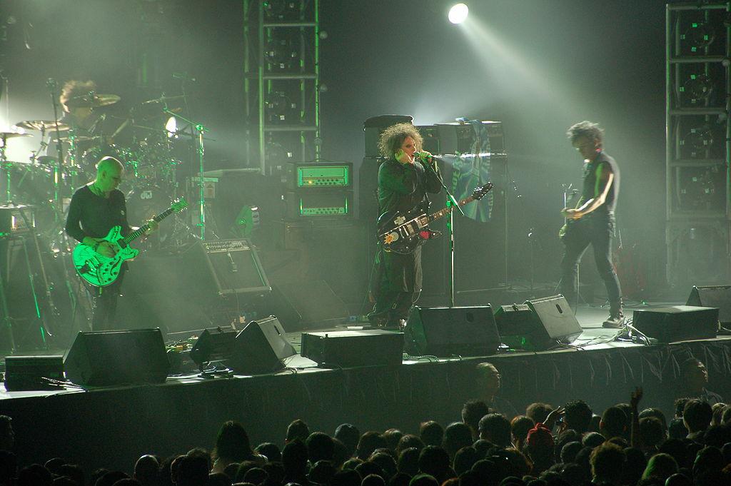 The Cure в 2007 году. Слева направо — Порл Томпсон, Джейсон Купер, Роберт Смит, Саймон Гэллап