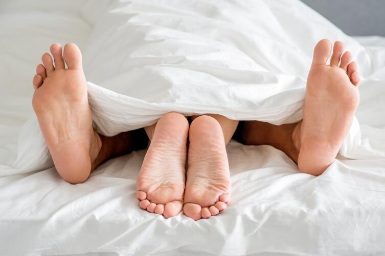 Займитесь с партнером предварительными ласками, чем дольше, тем лучше, тогда вагинизм будет не страшен