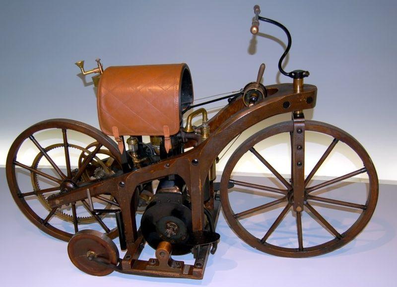 Мотоцикл Даймлера с ДВС, 1885 год