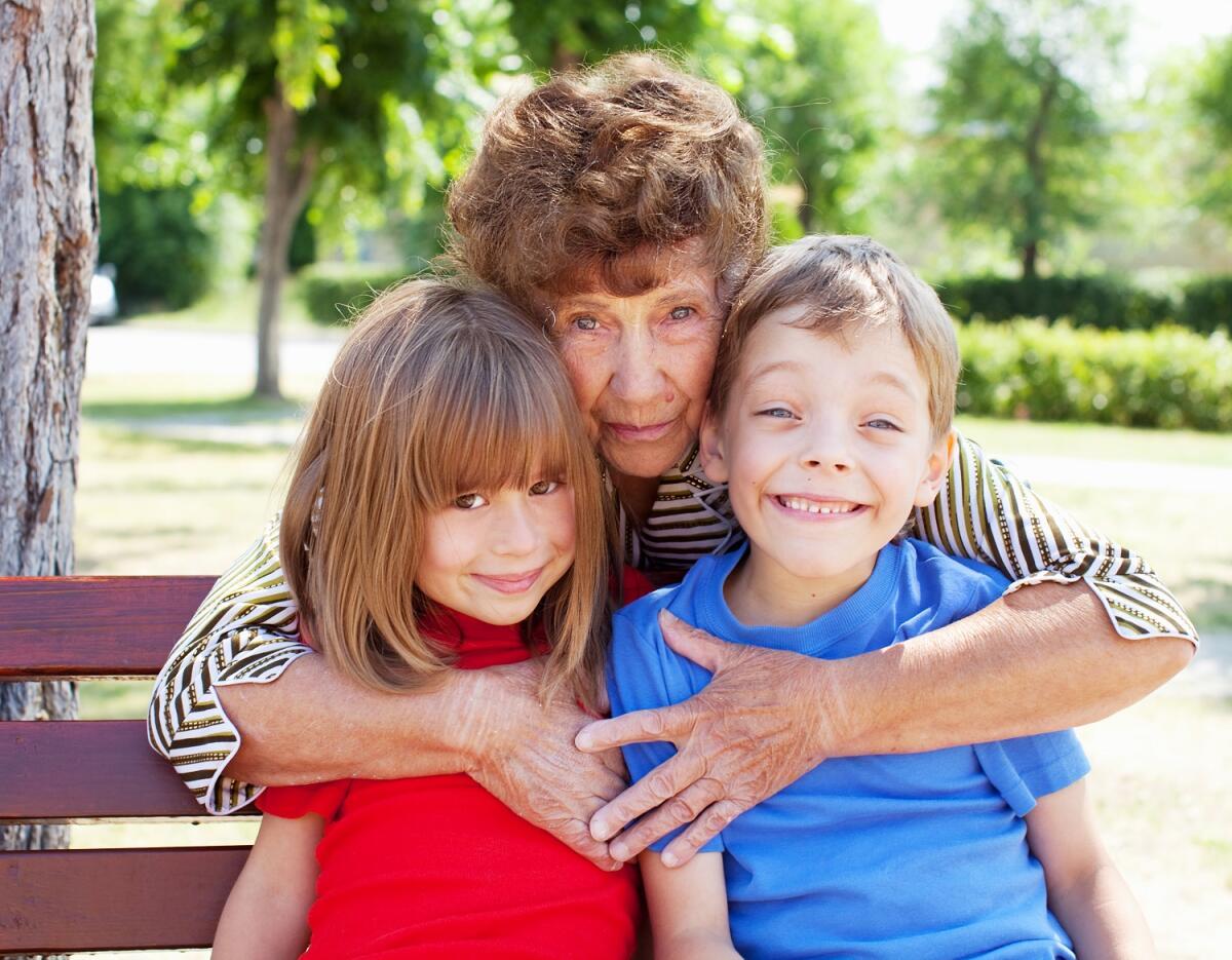 Детям нужно внимание, старым людям нужно быть нужными